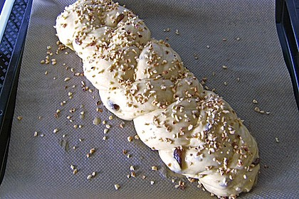 Weißer Schokoladen - Hefezopf 10