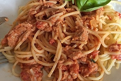 Nudeln in leichter, sämiger Thunfisch-Tomaten-Käse Sauce 79