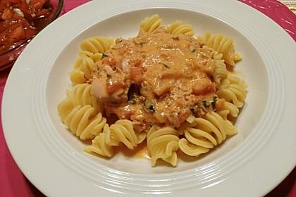 Nudeln in leichter, sämiger Thunfisch-Tomaten-Käse Sauce 38