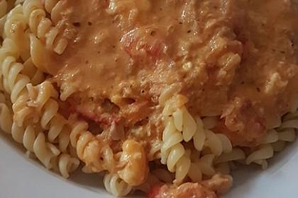 Nudeln in leichter, sämiger Thunfisch-Tomaten-Käse Sauce 88