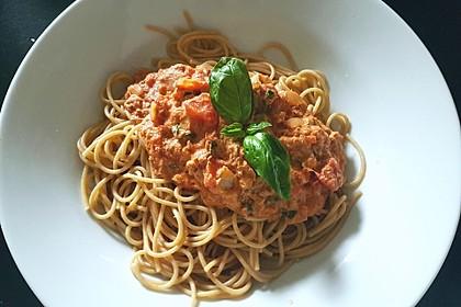 Nudeln in leichter, sämiger Thunfisch-Tomaten-Käse Sauce 4