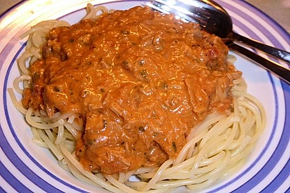 Nudeln in leichter, sämiger Thunfisch-Tomaten-Käse Sauce 68