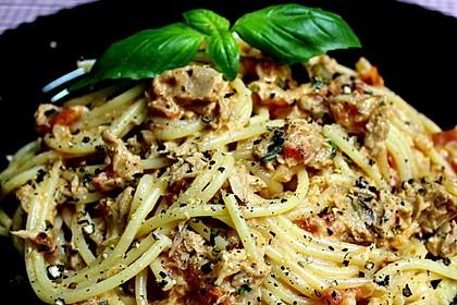 Nudeln in leichter, sämiger Thunfisch-Tomaten-Käse Sauce 13