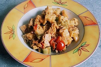 Nudeln in leichter, sämiger Thunfisch-Tomaten-Käse Sauce 75