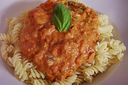 Nudeln in leichter, sämiger Thunfisch-Tomaten-Käse Sauce 34