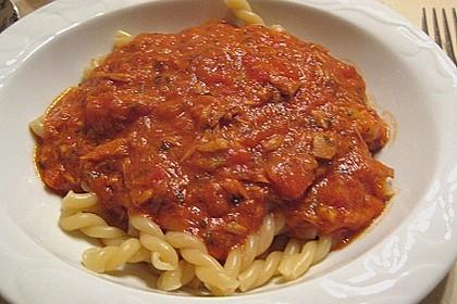 Nudeln in leichter, sämiger Thunfisch-Tomaten-Käse Sauce 91