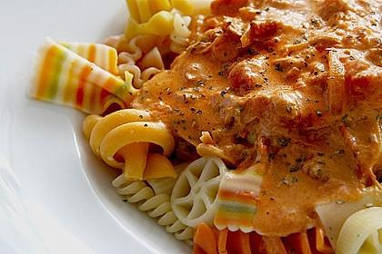 Nudeln in leichter, sämiger Thunfisch-Tomaten-Käse Sauce 5