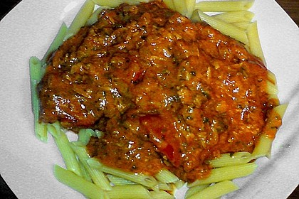 Nudeln in leichter, sämiger Thunfisch-Tomaten-Käse Sauce 104