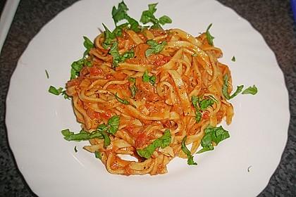 Nudeln in leichter, sämiger Thunfisch-Tomaten-Käse Sauce 14