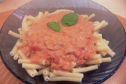 Nudeln in leichter, sämiger Thunfisch-Tomaten-Käse Sauce 110