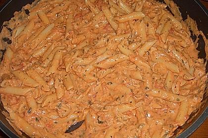 Nudeln in leichter, sämiger Thunfisch-Tomaten-Käse Sauce 37