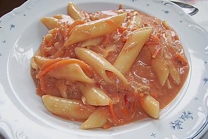 Nudeln in leichter, sämiger Thunfisch-Tomaten-Käse Sauce 99
