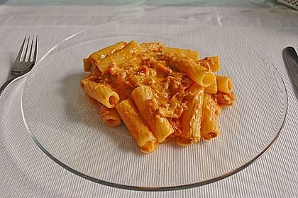 Nudeln in leichter, sämiger Thunfisch-Tomaten-Käse Sauce 23