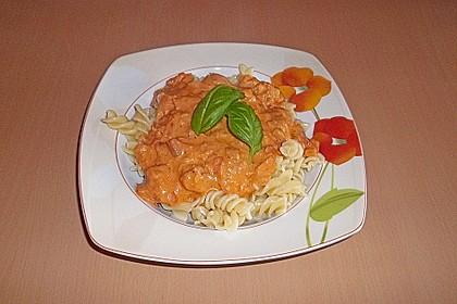 Nudeln in leichter, sämiger Thunfisch-Tomaten-Käse Sauce 17