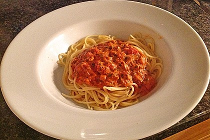 Nudeln in leichter, sämiger Thunfisch-Tomaten-Käse Sauce 73