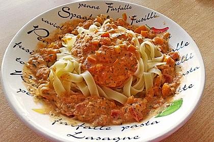 Nudeln in leichter, sämiger Thunfisch-Tomaten-Käse Sauce 54