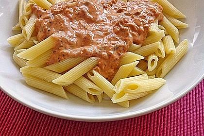 Nudeln in leichter, sämiger Thunfisch-Tomaten-Käse Sauce 22