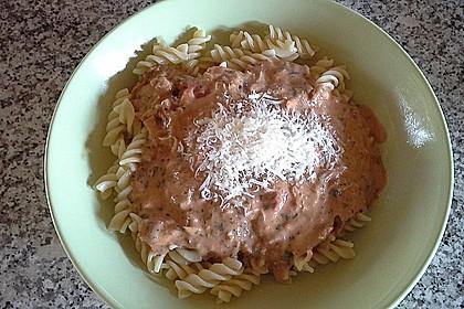 Nudeln in leichter, sämiger Thunfisch-Tomaten-Käse Sauce 70