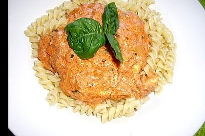 Nudeln in leichter, sämiger Thunfisch-Tomaten-Käse Sauce 30