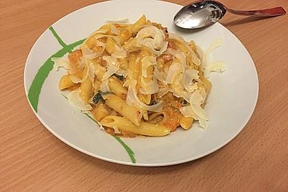 Nudeln in leichter, sämiger Thunfisch-Tomaten-Käse Sauce 31