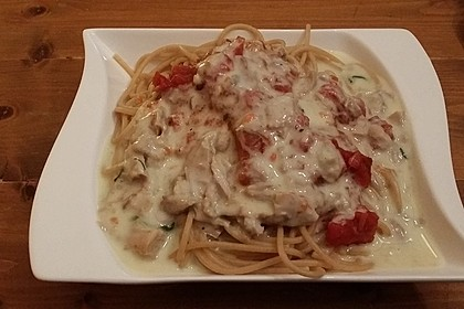 Nudeln in leichter, sämiger Thunfisch-Tomaten-Käse Sauce 103