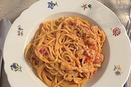 Nudeln in leichter, sämiger Thunfisch-Tomaten-Käse Sauce 58