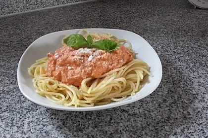 Nudeln in leichter, sämiger Thunfisch-Tomaten-Käse Sauce 101