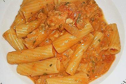 Nudeln in leichter, sämiger Thunfisch-Tomaten-Käse Sauce 15