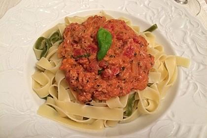 Nudeln in leichter, sämiger Thunfisch-Tomaten-Käse Sauce 11