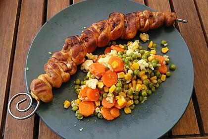 Grillspieß mit Huhn und Brezenteig 5