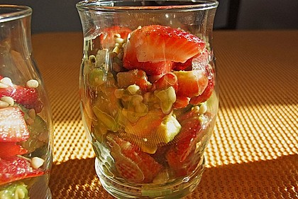 Avocado - Erdbeer - Salat mit Ingwer Dressing 8