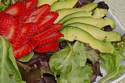 Avocado - Erdbeer - Salat mit Ingwer Dressing 3