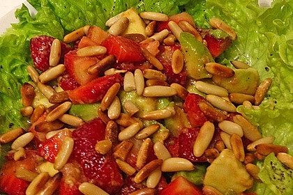Avocado - Erdbeer - Salat mit Ingwer Dressing 12