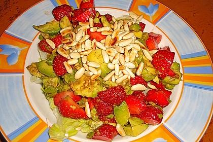 Avocado - Erdbeer - Salat mit Ingwer Dressing 16