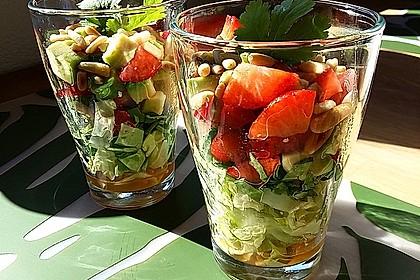 Avocado - Erdbeer - Salat mit Ingwer Dressing 2