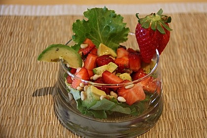 Avocado - Erdbeer - Salat mit Ingwer Dressing 1