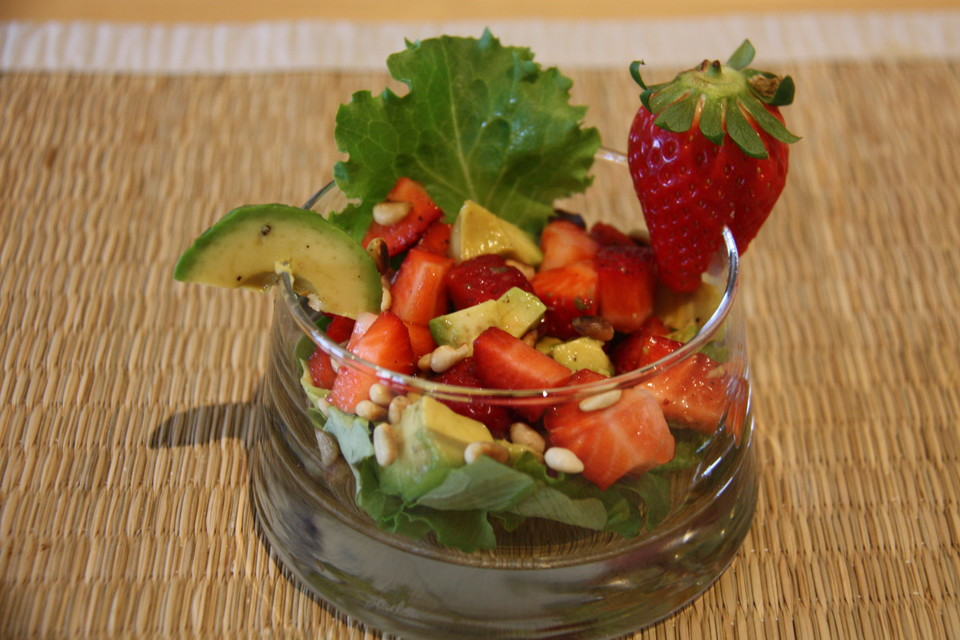 avocado erdbeer salat mit ingwer dressing rezept mit bild. Black Bedroom Furniture Sets. Home Design Ideas