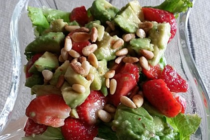 Avocado - Erdbeer - Salat mit Ingwer Dressing 21