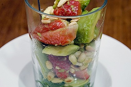 Avocado - Erdbeer - Salat mit Ingwer Dressing 0