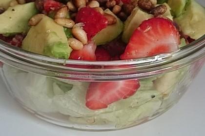 Avocado - Erdbeer - Salat mit Ingwer Dressing 14