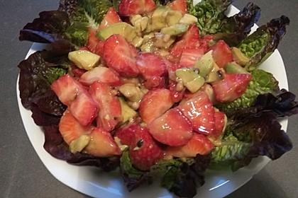 Avocado - Erdbeer - Salat mit Ingwer Dressing 22