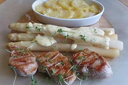 Spargel mit Sauce Hollandaise, gebratenem Schweinefilet und Kartoffelgratin 1