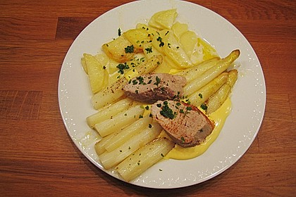 Spargel mit Sauce Hollandaise, gebratenem Schweinefilet und Kartoffelgratin 5