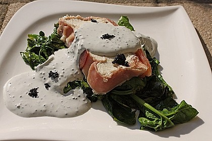 Räucherlachsmousse auf gebratenem Spinatsalat 2