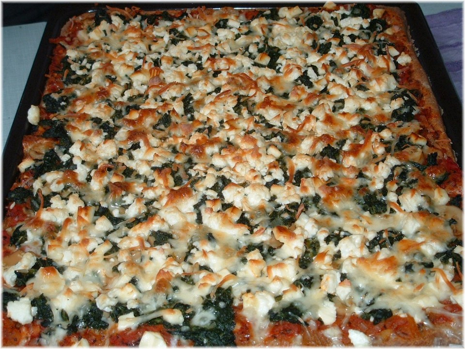 spinat pizza mit schafsk se von rezeptbuch. Black Bedroom Furniture Sets. Home Design Ideas