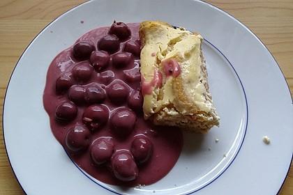Pfannenkuchen - Quarkstrudel mit heißen Zimt - Sauerkirschen und Schmand