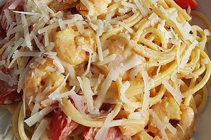Spaghetti in einer Safran - Knoblauch - Soße mit frischem Fischfilet und Garnelen 1
