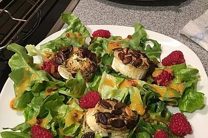 Salat mit warmem Ziegenkäse und Himbeeren 4