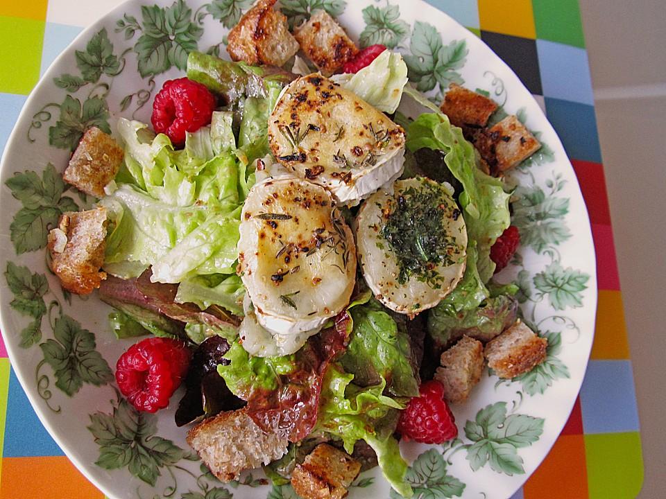 Salat mit warmem ziegenkase und honig