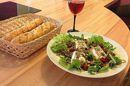 Salat mit warmem Ziegenkäse und Himbeeren 2